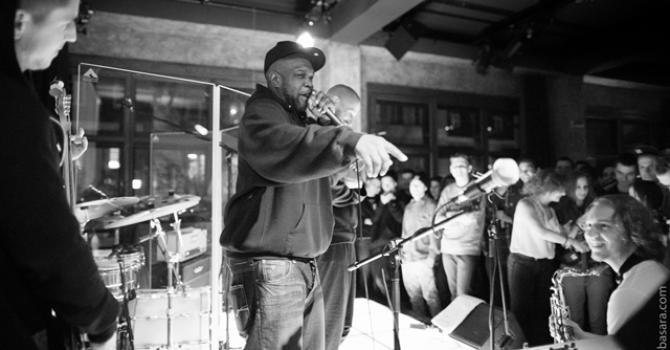Electro-Acoustic Beat Sessions: Tchnąć w jazz ogień