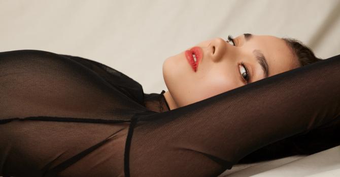 Ania Augustynowicz – modelka, która tworzy sztukę [wywiad]