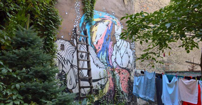 Wybierz się na wycieczkę szlakiem poznańskich murali, graffiti i neonów!