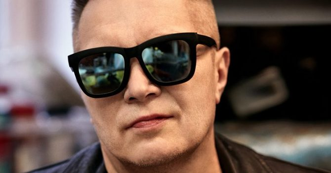 """Muniek Staszczyk zapowiada solowy album. Posłuchaj utworu """"Pola"""""""