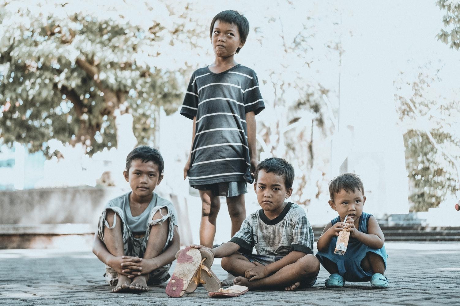 Filipiny - uczniowie mają posadzić 10 drzew