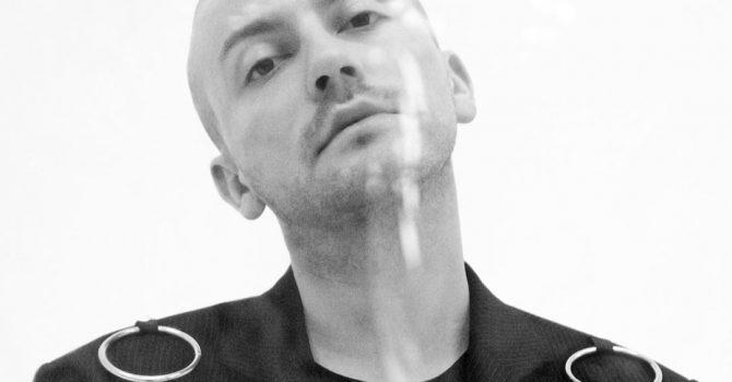 """Arek Kłusowski: """"Spokój jest wyższą siłą niż miłość"""" – wywiad"""
