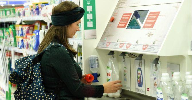 Rossmann wprowadza automaty do napełniania butelek