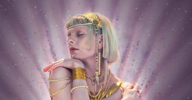 """Aurora rozpoczyna nowy rozdział swojej kariery singlem """"Exist For Love"""""""