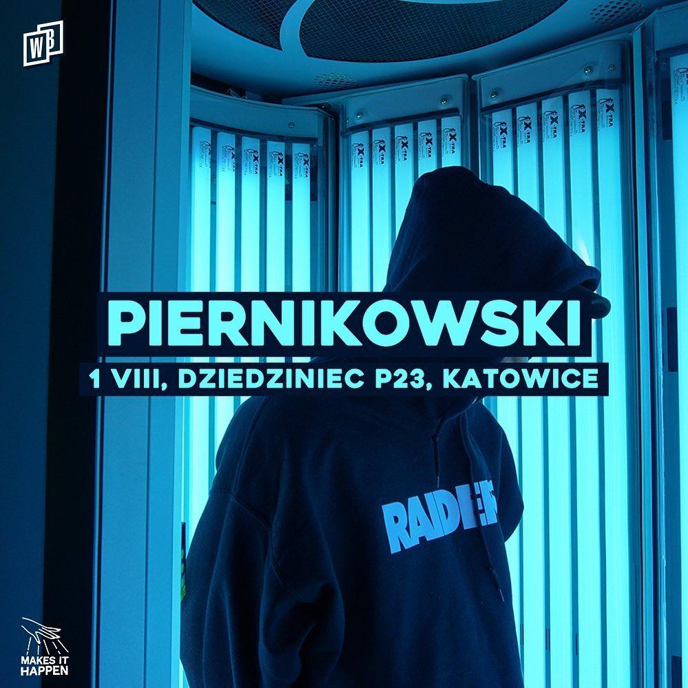 Piernikowski na dziedzińcu p23 winiarybookings