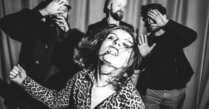 """Izzy and the Black Trees prezentują nowy teledysk do singla """"Strangers Allow"""""""
