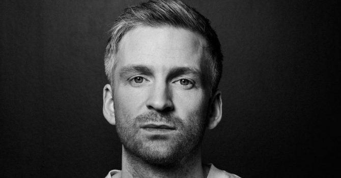 """Ólafur Arnalds podzielił się nowym singlem """"Back To The Sky"""""""