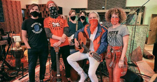 """Arcade Fire wydają nowy numer """"Generation A"""" i pytają: co z tym pokoleniem?"""