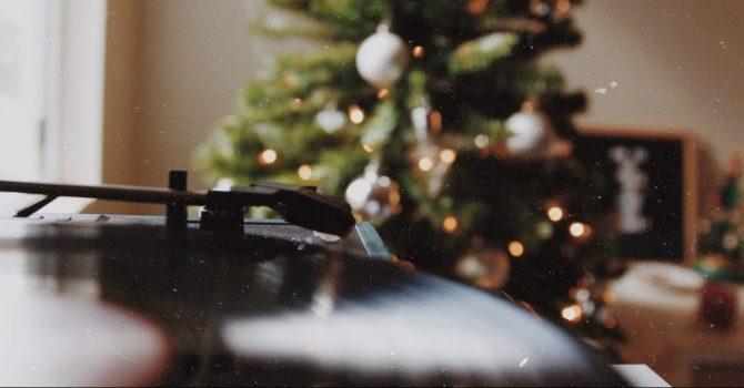 Święta coraz bliżej! Posłuchajcie najnowszych świątecznych piosenek