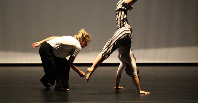 Kurs Tańca Współczesnego i Kompozycji Ruchu dla średnio zaawansowanych.