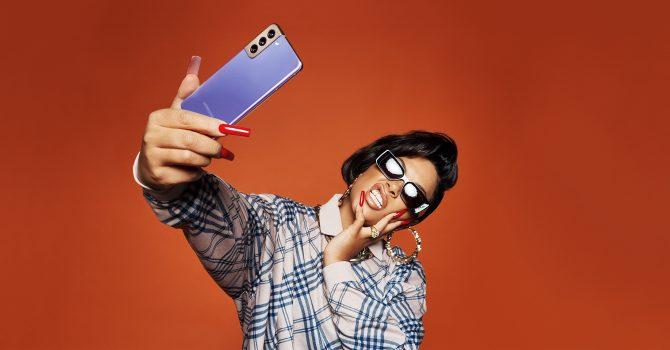 Fotograf Rankin i raperka Stefflon Don w sesji stworzonej nowym smartfonem Samsung Galaxy S21 Ultra 5G