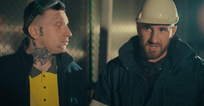 Smolasty i Kizo jako robotnicy w najnowszym klipie. Kolejny rapowy singiel Smoły