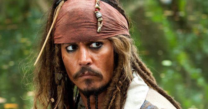 """Hollywood rozgrzeszy Johnny'ego Deppa? Czy aktor faktycznie wróci do obsady """"Piratów z Karaibów""""?"""