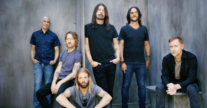 "Foo Fighters – ""Medicine At Midnight"": solidne granie bez niespodzianek"
