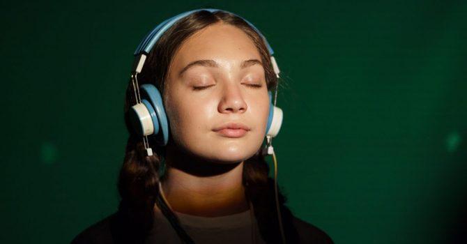 """""""Music"""": obejrzeliśmy nowy film Sii – recenzja"""