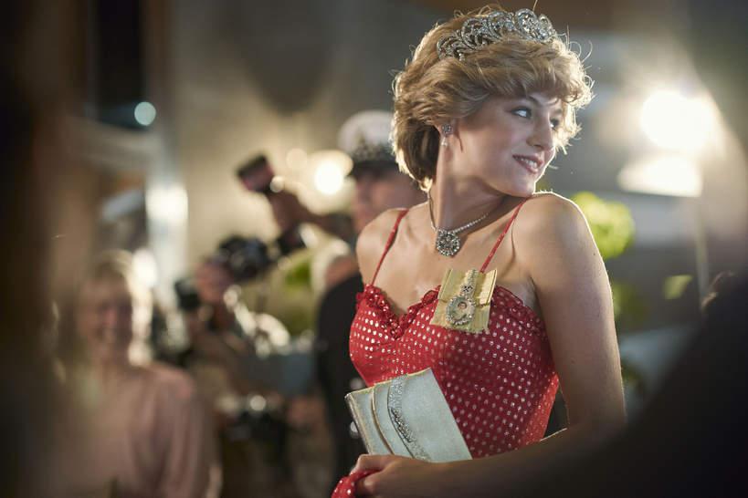 Emma Corrin jako księżna Diana w  The Crown