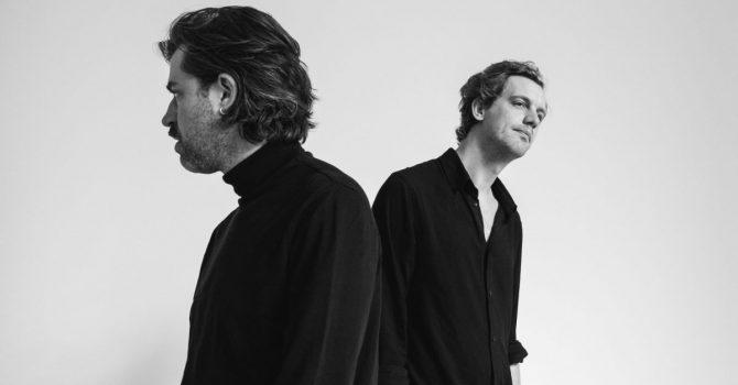 """""""Przyjęliśmy koronawirusa do zespołu, jako naszego szóstego muzyka"""" – wywiad z Jinte Depezem z zespołu Balthazar"""