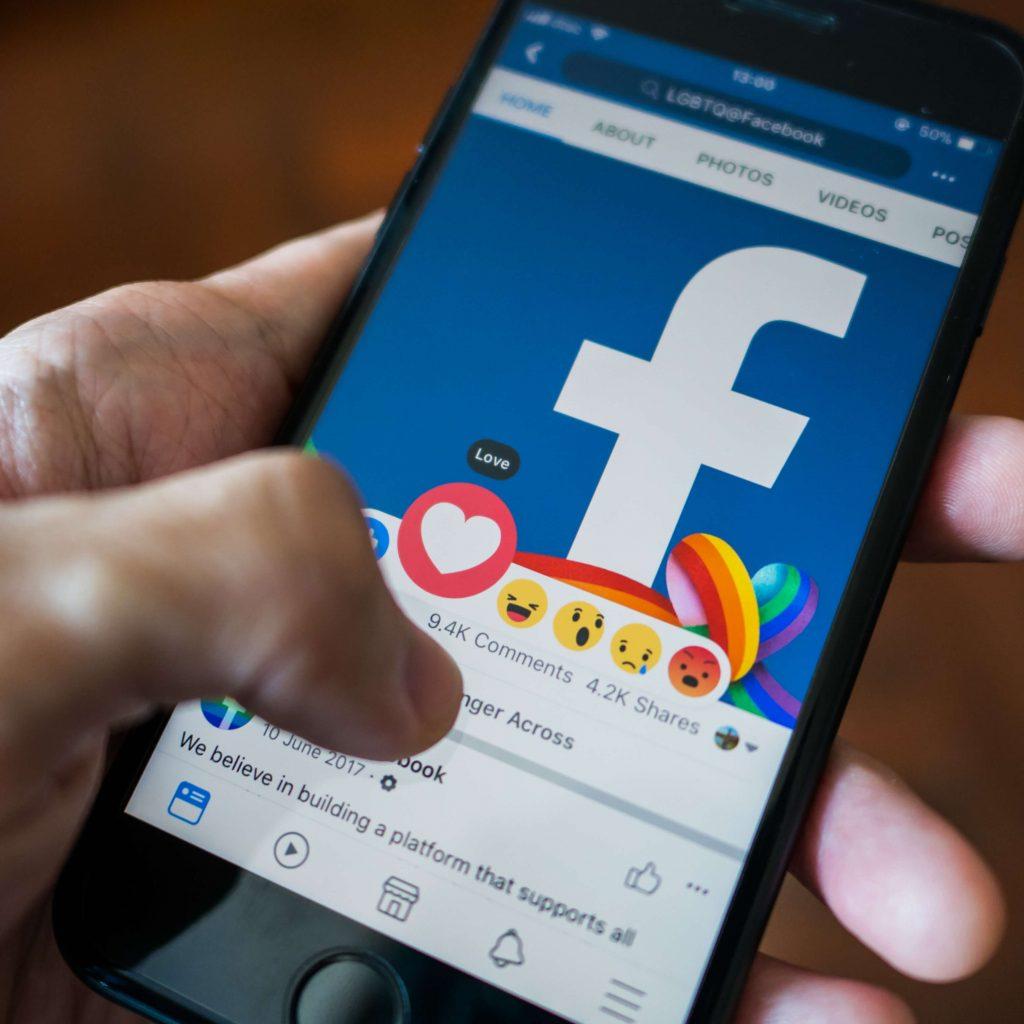 Facebook i reakcje