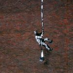 """Banksy pokazał kulisy powstania pracy """"Create Escape"""""""