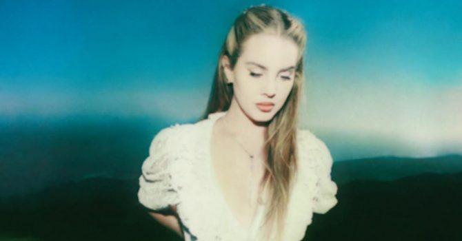 """Lana Del Rey zdradza datę premiery swojego nowego albumu """"Blue Banisters"""""""