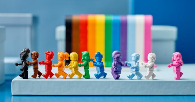 LEGO wspiera społeczność LGBTQ+. Oto pierwszy tęczowy zestaw klocków
