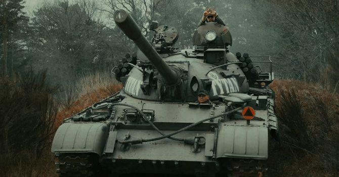 TEDE jadąc czołgiem zapowiada nowy album
