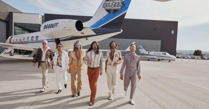 "Foo Fighters coverują Bee Gees. Album ""Hail Satin"" już dostępny"
