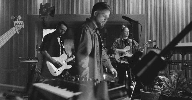 "Martin Lange z nowym singlem ""Kameleon"" wprost ze studia Tall Pine Records"