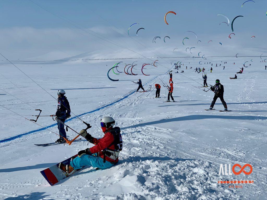 """""""Allseasons"""" - kitesurfing i pokonywanie własnych słabości. Recenzja filmu"""
