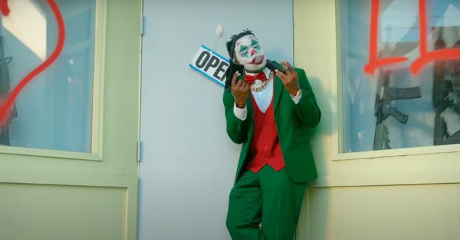 DaBaby jako Joker w nowym singlu. Gościnnie Lil Wayne