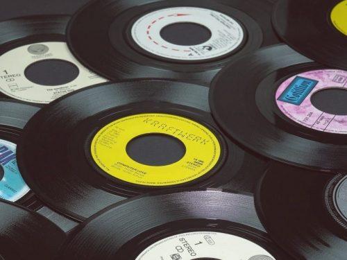 Winyle i CD za grosze. Kupuj w Biedronce?