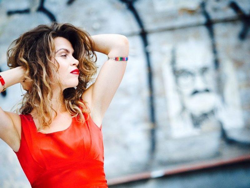Posłuchaj, jak śpiewa Flow, autorka tekstów Skubasa