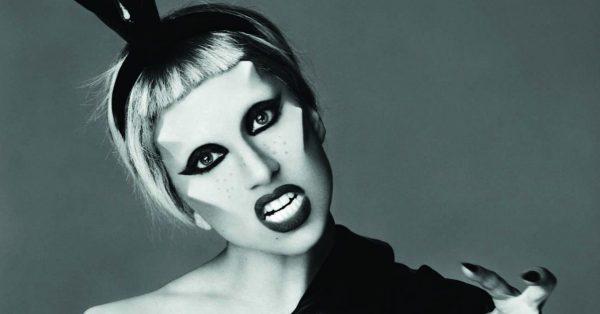 """Lady Gaga wydaje nową wersję """"Born This Way"""" na 10. rocznicę premiery albumu"""