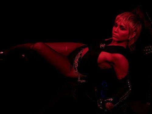 """Znamy kolejne szczegóły nadchodzącego albumu Miley Cyrus – """"Plastic Hearts"""""""