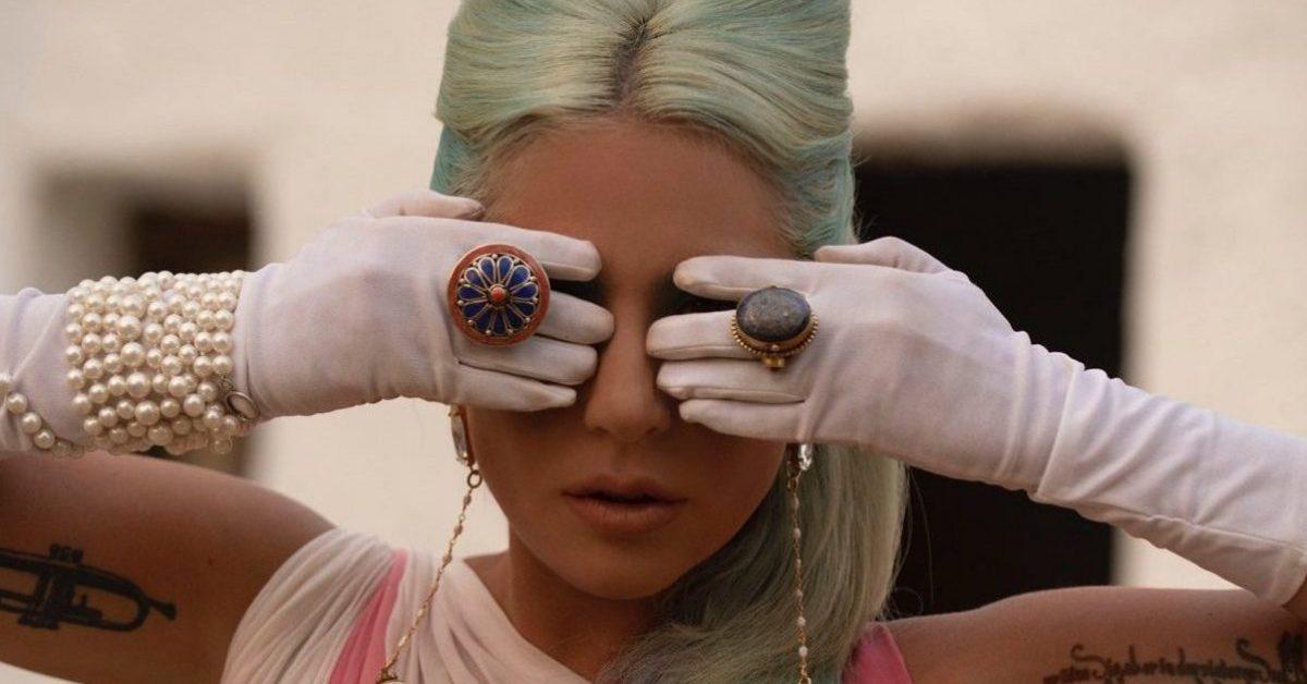 """Lady Gaga ponownie zaskakuje w nowym teledysku do singla """"911"""""""