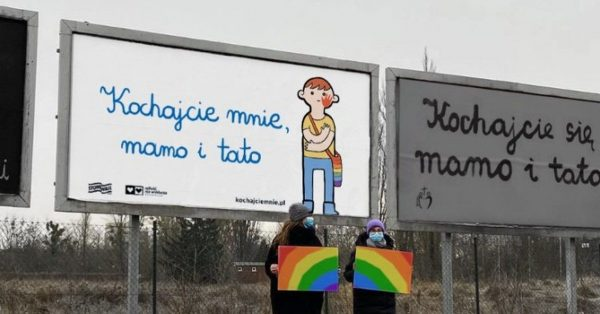 """""""Kochajcie mnie, mamo i tato"""" – więcej niż wojna billboardowa"""