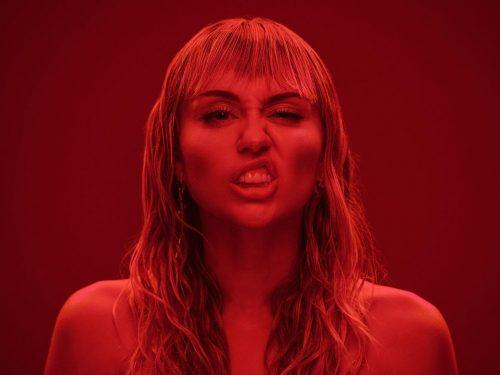 """Miley Cyrus popiera mniejszości w teledysku do """"Mother's Daughter"""" – Rytmy.pl"""