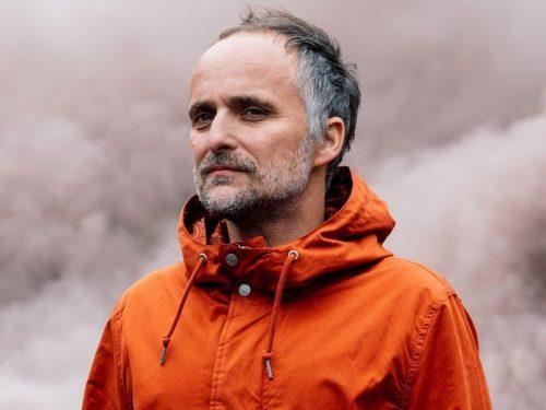 """Artur Rojek prezentuje nowy singiel z nadchodzącego albumu – """"Kundel"""""""