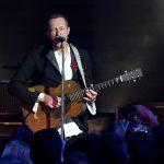 """Coldplay prezentuje wyjątkowy teledysk do utworu """"Cry Cry Cry"""""""