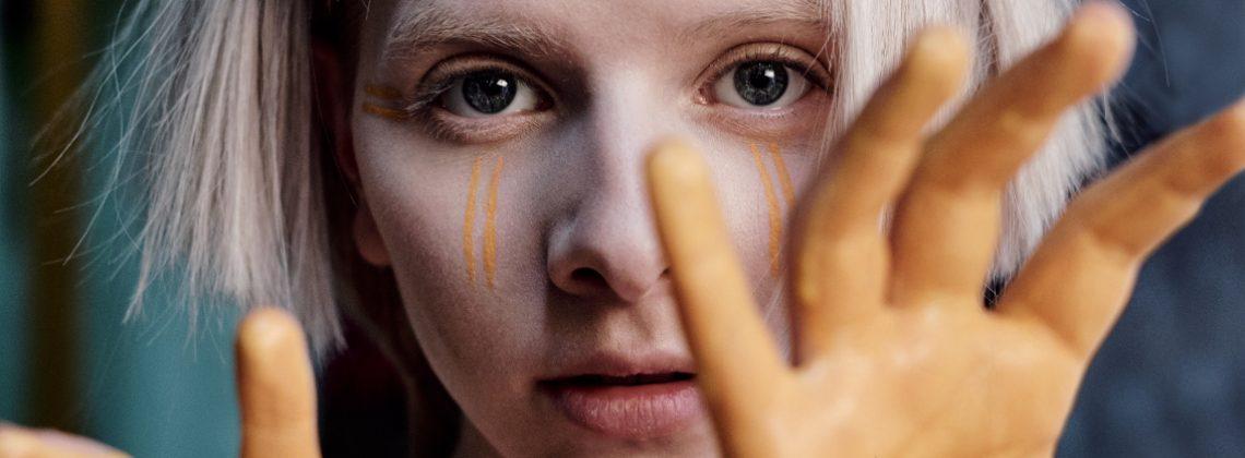 AURORA zapowiada trzeci album. Posłuchaj najnowszego singla