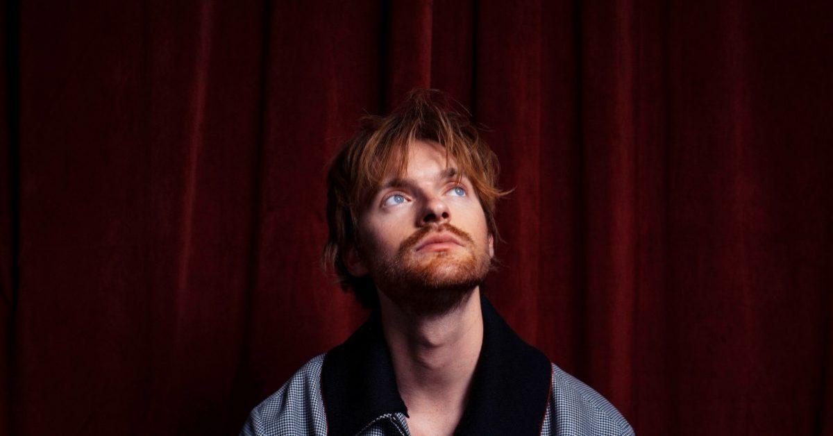 """Finneas zapowiada debiutancki album """"Optimist"""" i wypuszcza pierwszy singiel"""