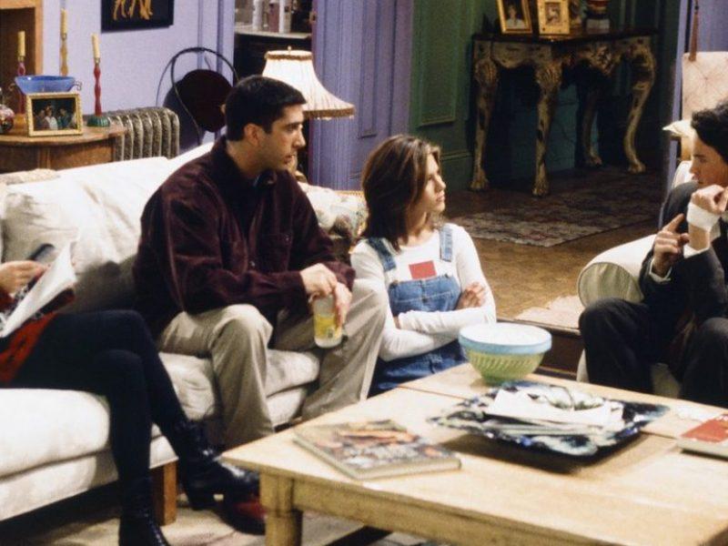 """IKEA odtworzyła salony z seriali. I Ty możesz mieszkać jak """"Przyjaciele""""!"""