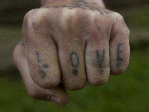 Więzienne tatuaże można już podziwiać na wystawie w ZACHĘCIE!