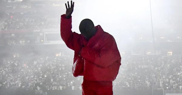"""""""DONDA"""" jednak nie wyszła, a Kanye West zamieszkał na stadionie"""