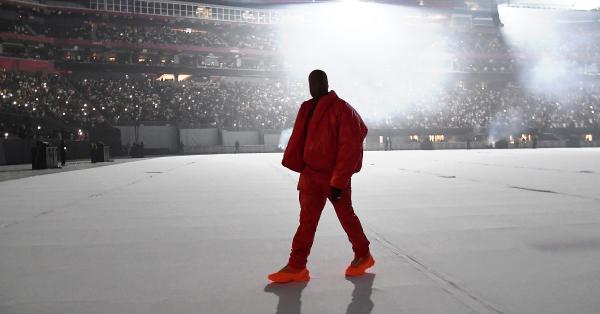 """""""DONDA"""" już jest! Kanye West nareszcie wydał swój nowy album"""