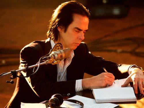 """Nick Cave podzielił się nowym, niepublikowanym dotąd utworem """"Euthanasia"""""""