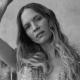"""Mary Komasa przedstawia globalną definicję miłości w singlu """"Pull Me Up"""""""
