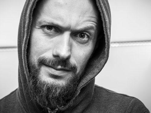 """Ciekawe przypadki Bartka Borowicza, czyli o książce """"Borówka Music – 15 lat w trasie koncertowej"""" [wywiad]"""