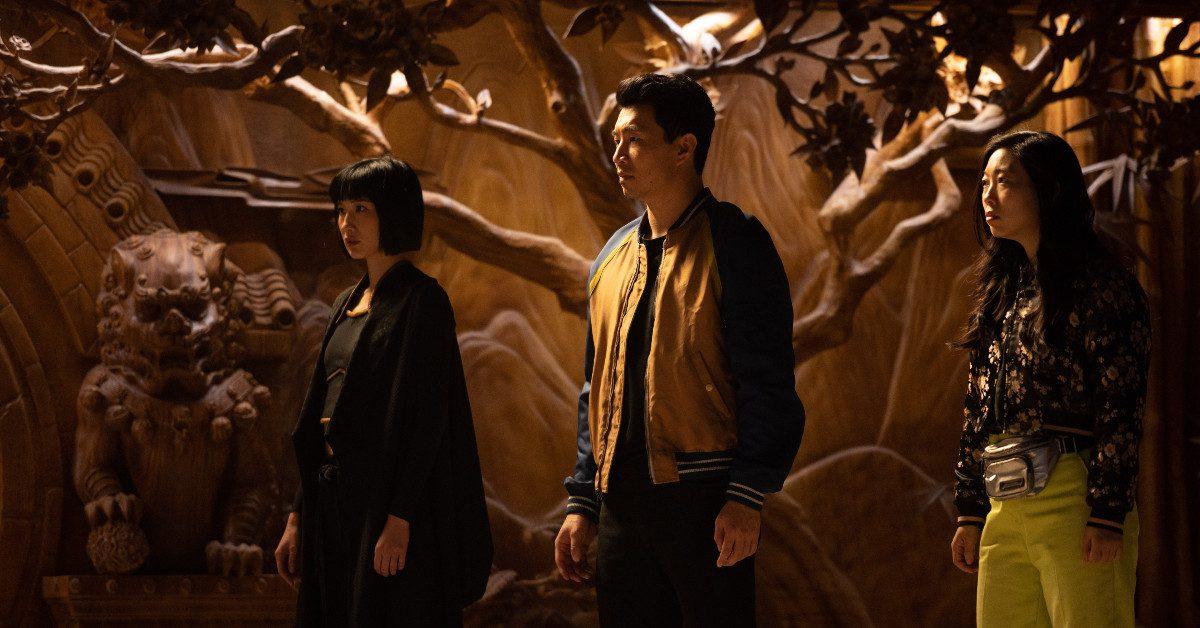 """Marvel daje krok w dobrą stronę. """"Shang-Chi i legenda dziesięciu pierścieni"""" – recenzja"""