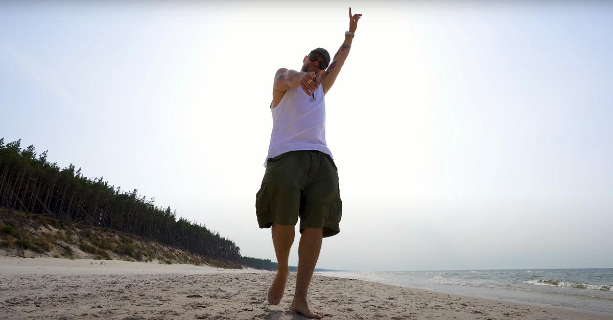 """TEDE premierowym singlem i klipem """"ŁEBAĆ TO!"""" zaprasza fanów na swoje 45 urodziny"""